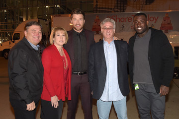 Charlie Cook Brett Eldredge & Delanie Walker Collect Toys For Nashville Children In Need