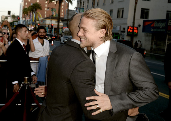"""Charlie Hunnam Actors Theo Rossi (L) and Charlie Hunnam attend the season 6 premiere of FX's """"Sons Of Anarchy"""" at Dolby Theatre on September 7, 2013 in Hollywood, California."""