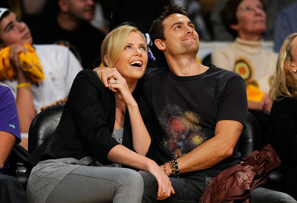 Charlize Theron and Stuart Townsend - Los Angeles Clippers v Los Angeles ...