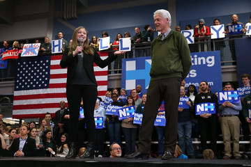 Chelsea Clinton Hillary Clinton Campaigns in New Hampshire Ahead of Primary
