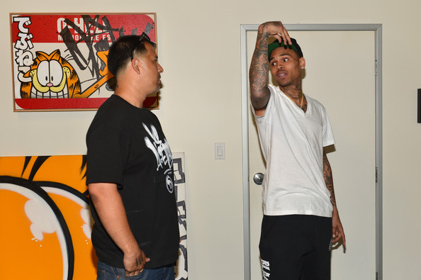 Chris Brown Gets Creative for Charity []