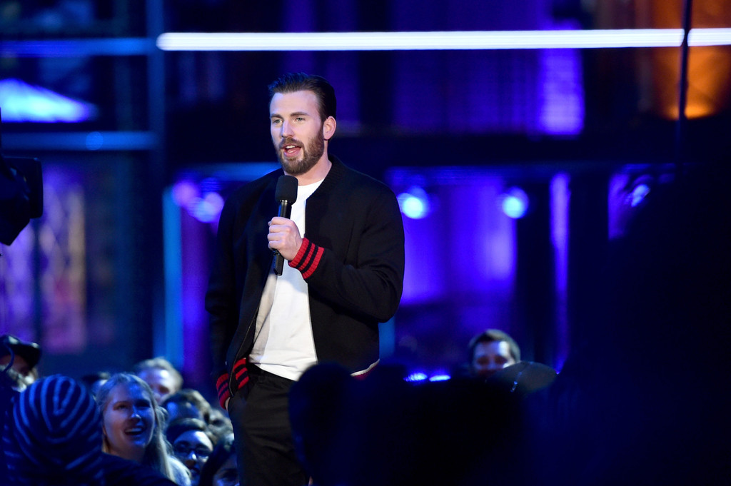 http://www2.pictures.zimbio.com/gi/Chris+Evans+2016+MTV+Movie+Awards+Show+2jXHdvmiYyTx.jpg