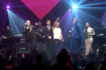 Chris Isaak Keep Memory Alive Honors Neil Diamond At 24th Annual Power Of Love®  - Inside
