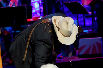 Chris Stapleton Country Music Hall Of Fame 2018 Medallion Ceremony Honors Inductees Johnny Gimble, Ricky Skaggs And Dottie West