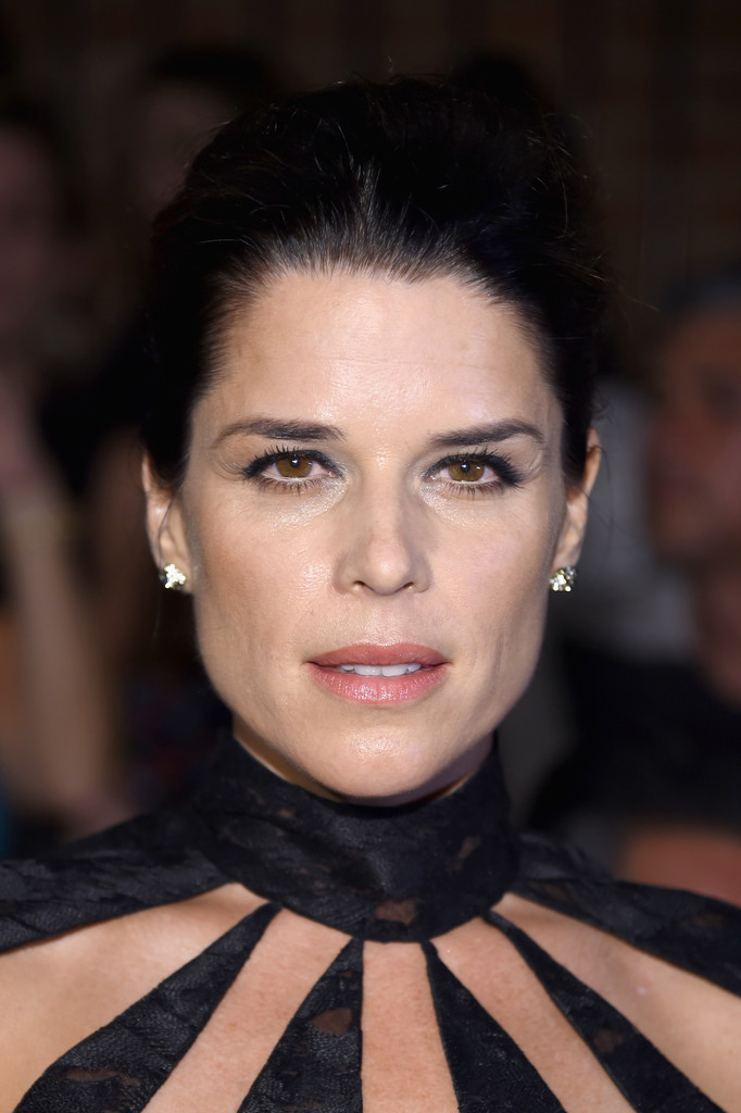 Neve Campbell Photos P...