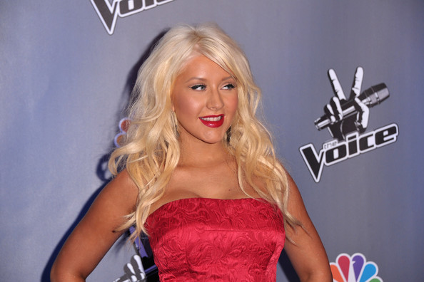 the voice christina aguilera june 7 2011. Christina Aguilera Singer