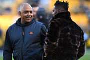 head coach Marvin Lewis of the Cincinnati Bengals talks with Antonio Brown #84 of the Pittsburgh Steelers before the game at Heinz Field on December 30, 2018 in Pittsburgh, Pennsylvania.