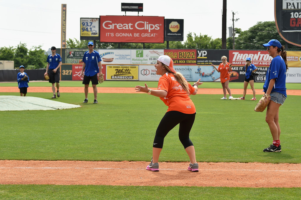 City of Hope Celebrity Softball Game - YouTube