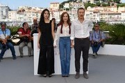 (FromL) South Korean actress Kim Min-hee, French actress Isabelle Huppert and South Korean actor Jeong Jin-young pose on May 21, 2017 during a photocall for the film 'Claire's Camera (Keul-Le-eE-Ui-Ka-Me-La)' at the 70th edition of the Cannes Film Festival in Cannes, southern France.  / AFP PHOTO / Alberto PIZZOLI