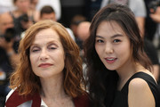 French actress Isabelle Huppert (L) and South Korean actress Kim Min-hee pose on May 21, 2017 during a photocall for the film 'Claire's Camera (Keul-Le-eE-Ui-Ka-Me-La)' at the 70th edition of the Cannes Film Festival in Cannes, southern France.  / AFP PHOTO / Valery HACHE