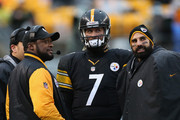 Head Coach Mike Tomlin speaks with Ben Roethlisberger #7 and Bruce Gradkowski #5 of the Pittsburgh Steelers during the game against the Cleveland Browns at Heinz Field on December 29, 2013 in Pittsburgh, Pennsylvania.  The Steelers defeated the Browns 20-7.