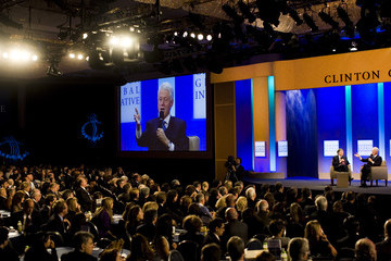 Bill Gates Bill Clinton Clinton Global Initiative Brings Business And World Leaders Together