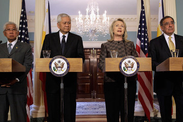 Albert Del Rosario Clinton And Panetta Hold News Conf. With Phlippine Officials