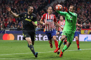 Jan Oblak of Atletico Madrid is challenged by Giorgio Chiellini of Juventus during the UEFA Champions League Round of 16 First Leg match between Club Atletico de Madrid and Juventus at Estadio Wanda Metropolitano on February 20, 2019 in Madrid, Spain.