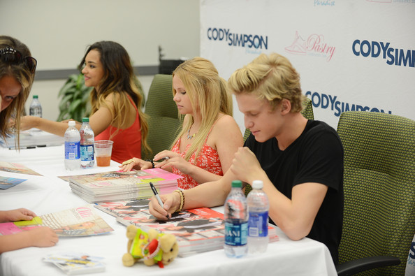 Cody simpson meet and greet at genesco park 17 of 18 zimbio cody simpson meet and greet at genesco park 17 of 18 m4hsunfo