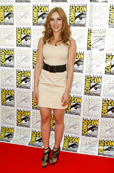 "Actress Scarlett Johansson attends ""Iron Man 2"" panel discussion during Comic-Con 2009 held at San Diego Convention Center on July 25, 2009 in San Diego, California."