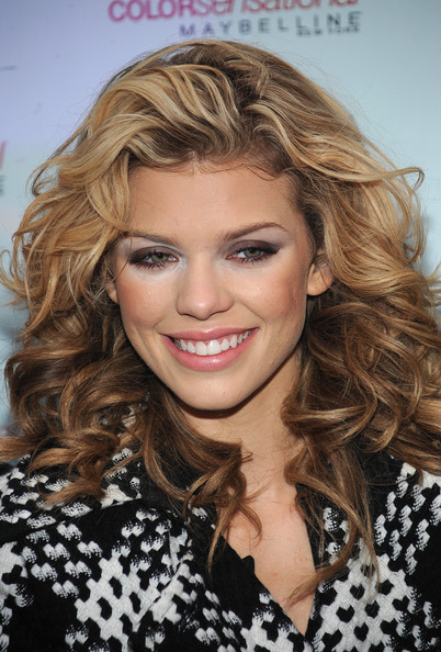 AnnaLynne McCord collects Kisses for the Troops at Military Island,