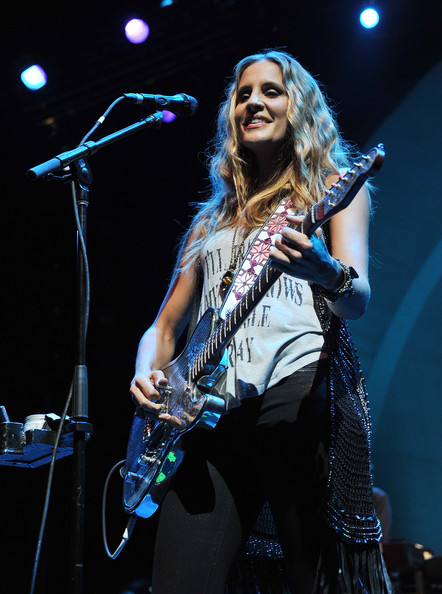 Emily Robison In Court Yard Hounds In Concert Zimbio