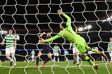 Craig Gordon Paris Saint-Germain v Celtic FC - UEFA Champions League