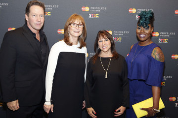 D.b. Sweeney MasterCard Stands up to Cancer with the Priceless Table at the Field Museum Stanley Field Hall