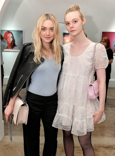 Dakota Fanning and Elle Fanning Photos Photos - Zimbio