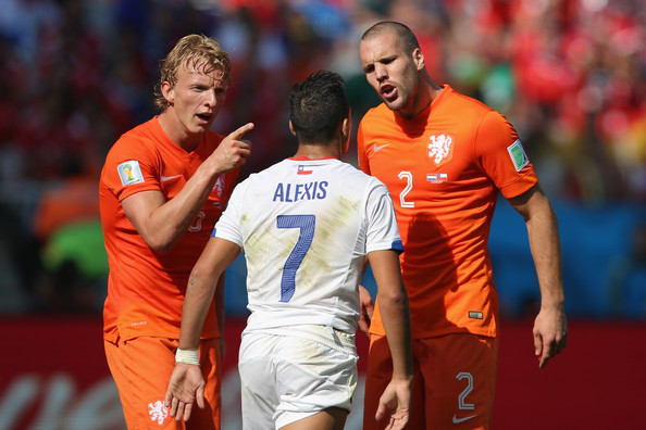 Netherlands v Chile: Group B - 2014 FIFA World Cup Brazil [player,team sport,football player,sports,product,team,ball game,sport venue,soccer player,soccer,daley blind,alexis sanchez,ron vlaar,brazil,chile,arena de sao paulo,netherlands,2014 fifa world cup brazil group b,chile: group b - 2014 fifa world cup,match]