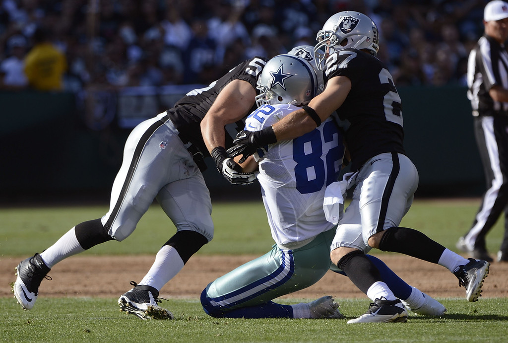 jason witten photos photos dallas cowboys v oakland raiders zimbio. Black Bedroom Furniture Sets. Home Design Ideas