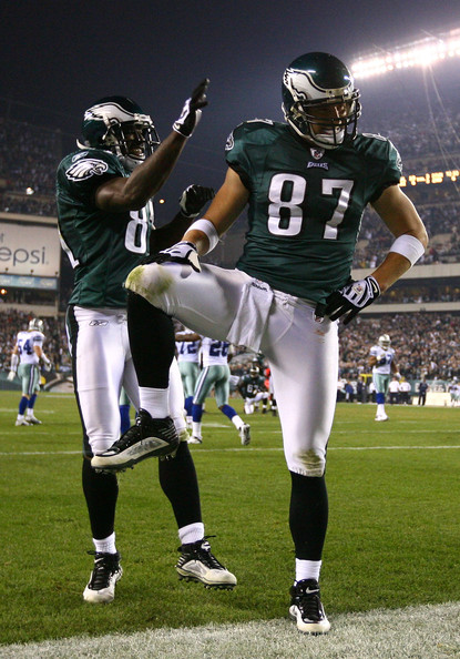 Brent Celek Brent Celek #87 and Jason Avant #81 of the Philadelphia Eagles celebrate after Celek scored on a 11-yard touchdown reception in the third quarter against the Dallas Cowboys at Lincoln Financial Field on November 8, 2009 in Philadelphia, Pennsylvania.
