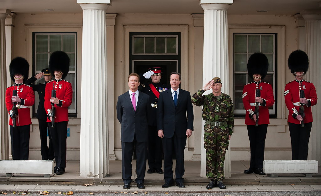 ¿Cuánto mide David Cameron? - Real height David+Cameron+Greets+Governor+Arnold+Shwarzenegger+mVB1oaWsVXXx