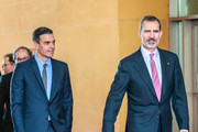 Spanish King Felipe VI (R) and Spanish Prime Minister Pedro Sanchez (L) arrive to the Mobile World Congress (MWC) in Barcelona on February 25, 2019. - Phone makers will focus on foldable screens and the introduction of blazing fast 5G wireless networks at the world's biggest mobile fair starting February 25 in Spain as they try to reverse a decline in sales of smartphones.