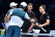 USA's Bob Bryan (2L) and his partner USA's Mike Bryan (L) shake hands with Britain's Jamie Murray (2R) and his partner Brazil's Bruno Soares (R) after Bryan and Bryan won their men's doubles match on day two of the ATP World Tour Finals tennis tournament at the O2 Arena in London on November 13, 2017. / AFP PHOTO / Glyn KIRK