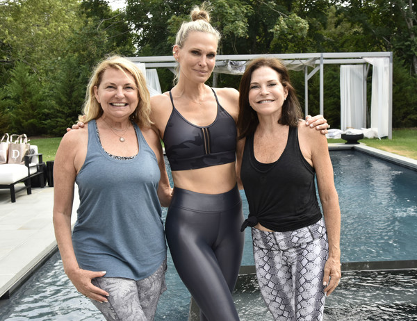 Holiday House Hamptons X Dancebody Hosted By Molly Sims [facial expression,sportswear,shoulder,joint,physical fitness,leisure,blond,fun,summer,leggings,molly sims,iris dankner,debra halpert,southampton,new york,holiday house hamptons,dancebody workoutwednesday]