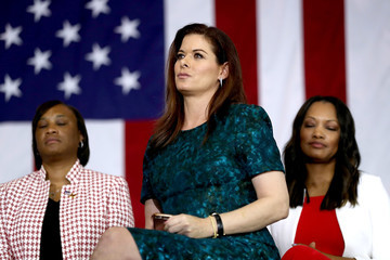 Debra Messing Hillary Clinton Campaigns In Southern California
