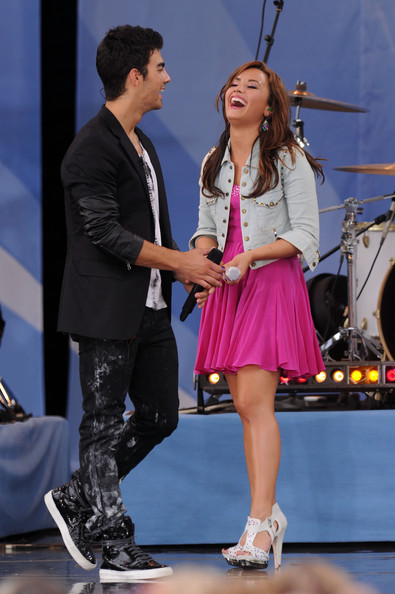 are demi and joe dating august 2010