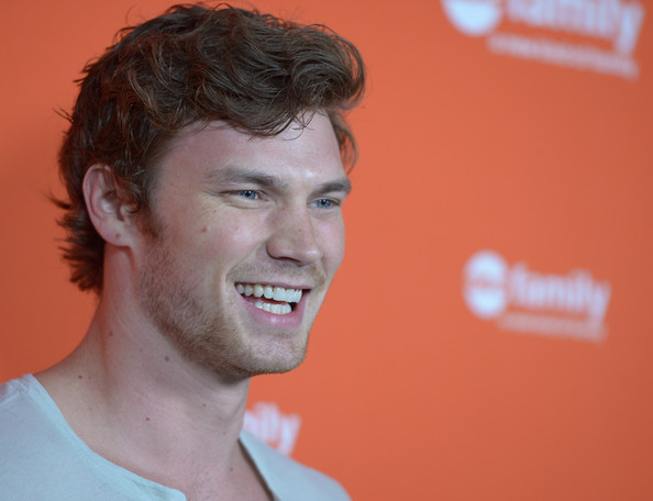 Derek Theler - Picture Colection
