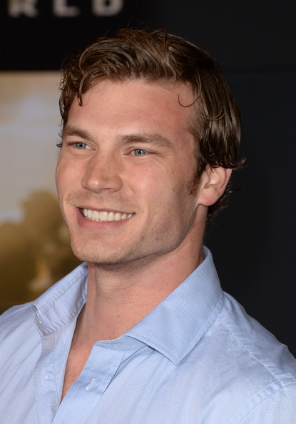 Derek Theler Photos Photos - 'Thor: The Dark World ...