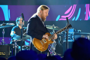 Derek Trucks 2017 CMT Music Awards - Show