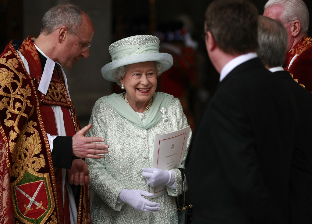 queen elizabeth essay Analysis of queen elizabeth armada portrait essay portraits in the tudor times were used to show what a monarch was doing at that time and it spreads the word to all the people of what the monarch at the moment is doing or is she helping you - analysis of queen elizabeth armada portrait essay.
