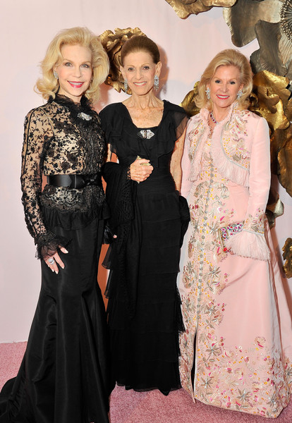 'Oscar de la Renta: The Retrospective' Benefit Gala at the de Young [oscar de la renta: the retrospective benefit gala at the de young,clothing,dress,fashion,lady,premiere,haute couture,event,carpet,fashion design,gown,annette de la renta,diane b. wilsey,lynn wyatt,de young,l-r,california,san francisco]