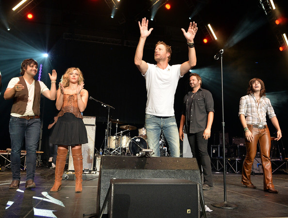 Performances at the Country Cares Concert