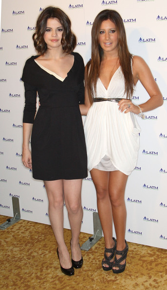 Actresses Selena Gomez (L) and Ashley Tisdale attend the Disney Channels'