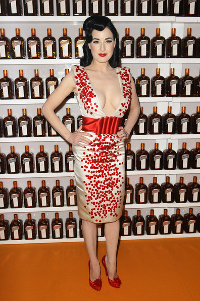 http://www2.pictures.zimbio.com/gi/Dita+Von+Teese+Performs+Sydney+Arrivals+PCd12B5c0pXl.jpg