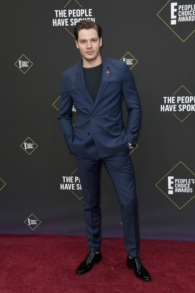 2019 E! People's Choice Awards - Arrivals [carpet,red carpet,suit,flooring,premiere,outerwear,muscle,style,formal wear,dominic sherwood,peoples choice awards,santa monica,california,barker hangar,e]