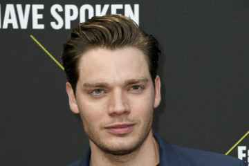 Dominic Sherwood 2019 E! People's Choice Awards - Arrivals