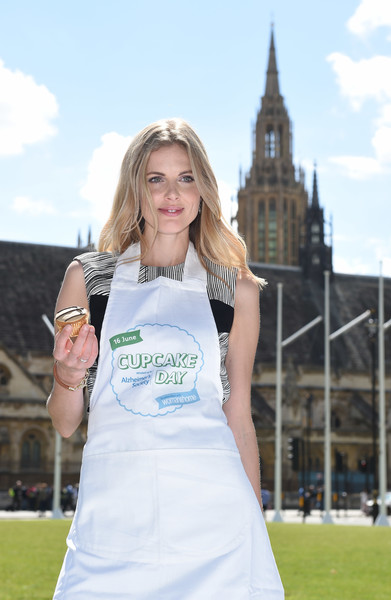Donna Air And The Alzheimer's Society Create A Giant Big Ben In Cupcakes