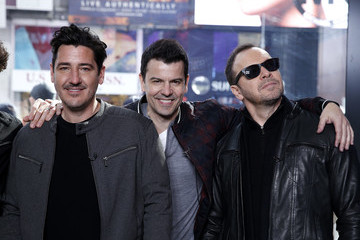 Donnie Wahlberg Jonathan Knight New Kids On The Block Visit 'Extra'