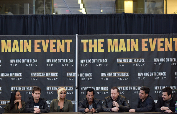 New Kids on the Block Press Conference [new kids on the block press conference,font,event,crowd,joey mcintyre,jonathan knight,jordan knight,danny wood,donnie wahlberg,t-boz,chilli,madison square garden,new york city]