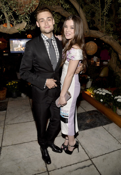 Is hailee steinfeld dating douglas booth
