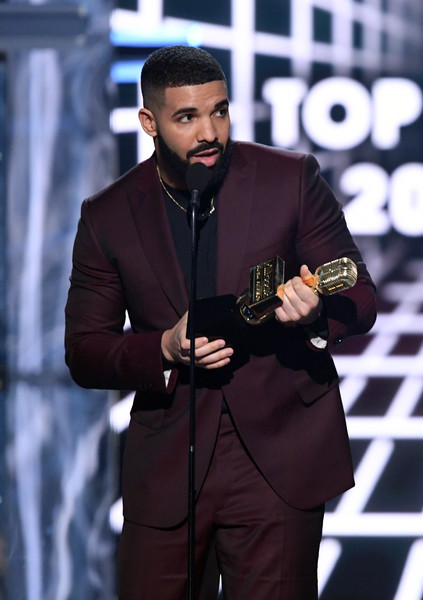 Drake Photos Photos - 2019 Billboard Music Awards - Show - Zimbio