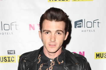 is amanda bynes dating drake bell Drake bell has been in 16 on-screen matchups, including alona tal in college (2008), amanda bynes in the amanda show (1999), daniella monet in a fairly odd summer (2014), anastasia baranova in drake & josh (2004) and brittany curran in drake & josh (2004) drake bell is a member of the following lists: guitarists from california.